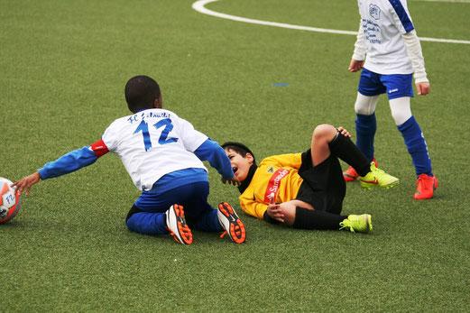TuS F2-Jugend im Heimspiel gegen die F1 des FC Saloniki-EFV. - Fotos: mage.
