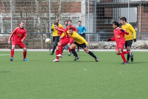 Nichts zu holen am heutigen Tag: Erste Mannschaft im Spiel gegen TuS Essen-West 81. (Foto: r.f.)