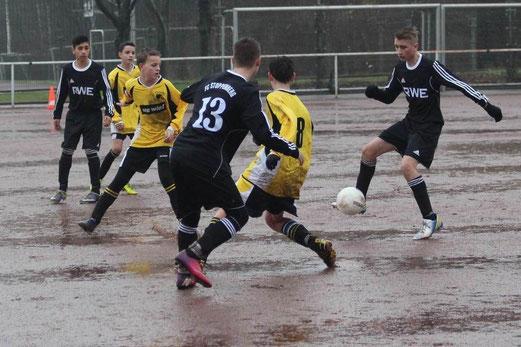 Auf Asche Teil 2: TuS C-Jugend im Auswärtsspiel in Stoppenberg. - (Foto: abo).