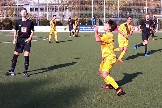 TuS B-Jugend im Spiel gegen TuRa 86. - Fotos: lua.