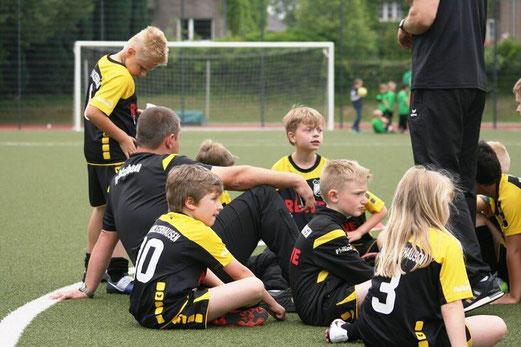 TuS F2-Jugend beim Turnier des TuSEM am Fibelweg. - Fotos: mage.