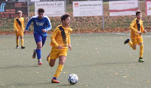 TuS C1-Jugend im Spiel beim VfB Frohnhausen. - Fotos: pad.