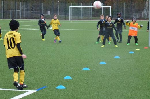 Ecke für die TuS F1-Jugend im Heimspiel gegen den SC Phönix. - (Foto: mal).