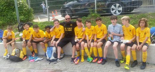 TuS D2-Jugend nach dem gewonnenen Spiel um Platz 5 an der Ardelhütte. - Fotos: m.d.
