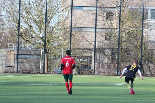 TuS A-Jugend im Spiel gegen den Vogelheimer SV. - Fotos (7-9): abo.
