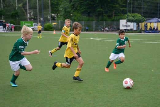 TuS E2-Jugend gegen TuSpo Saarn.