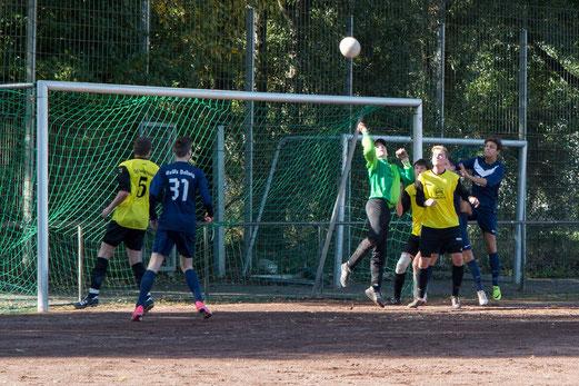 Ecke für die Gastgeber: TuS A1 im Spiel bei RuWa Dellwig (Foto: r.f.).
