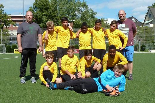 TuS D3-Jugend im Heimspiel gegen die D2 von TuS Essen-West 81. - Fotos: mal.