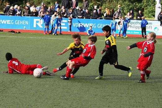 TuS F2-Jugend beim Tag des Jugendfußballs an der Ardelhütte. - Fotos: mage.