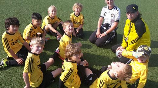 TuS F3-Jugend vor ihrem Spiel gegen die F3 des Heisinger SV. - Foto: tisa.