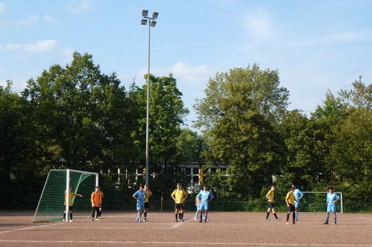 Spätsommer an der Bockmühle: TuS B-Jugend im Spiel beim FC Alanya (Foto: mal).