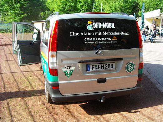 Das DFB-Mobil war zuletzt am 04. Mai 2010 an der Pelmanstraße - damals noch auf Asche... - (Foto: mal).