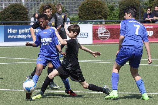 TuS D1-Jugend im Spiel gegen den VfB Frohnhausen. - Fotos: pad.