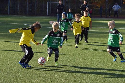 TuS Bambini 1 im Spiel gegen die G2 von Adler Union Frintrop. - Foto: a.s.