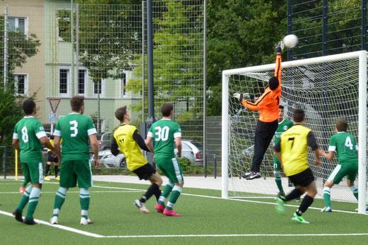 Glanzparade des guten Gästekeepers: A-Jugend im Spiel gegen den SC Phönix (Foto: mal).
