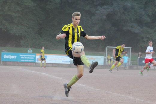 TuS A-Jugend im Auswärtsspiel beim FSV Kettwig. - Fotos: abo.
