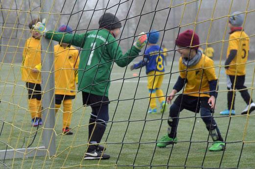 TuS Bambini 2 im Spiel gegen die G1 von FC Blau-Gelb Überruhr. - Foto: a.s.