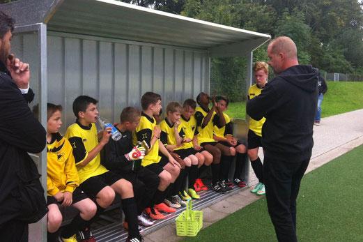 Halbzeit im Spiel der D2-Jugend gegen die D2 des FC Stoppenberg. - Foto: p.a.