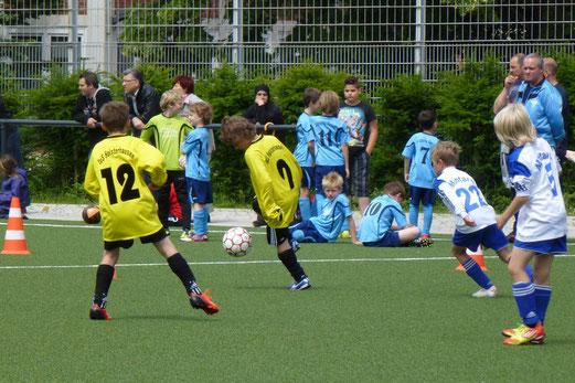 TuS F1-Jugend im Spiel gegen Blau-Weiß Mintard (Foto: mal).