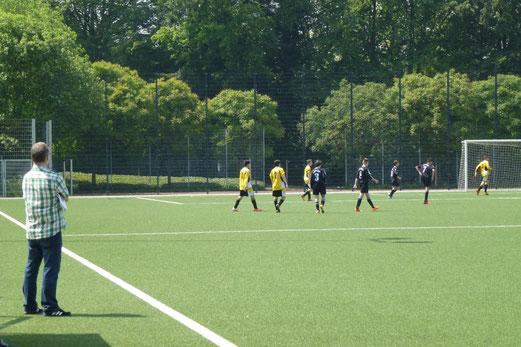 Letzter Spieltag der Jugend: TuS C-Jugend gegen den FC Stoppenberg an der Pelmanstraße. - (Foto: mal).