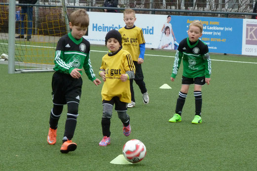 TuS Bambini 2 im Spiele gegen Adler Union Frintrop G2 - Fotos: mal.