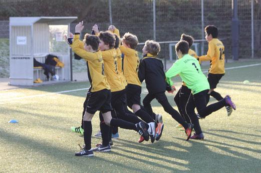 TuS D1-Jugend im Heimspiel gegen Sportfreunde Niederwenigern. - Fotos: pad.