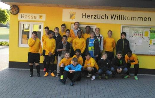 TuS D2-Jugend, Verabschiedung ihres langjährigen Trainers Milan Brinkmann am 20.05.2015. - Foto: p.a.