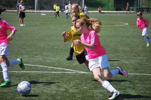 TuS U13 Juniorinnen beim Auswärtsspiel in Niederwenigern. - Fotos: cbra.
