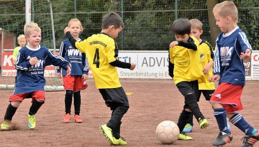 TuS Bambini 1 (G1) im Auswärtsspiel an der Wendelinstraße in Leithe. - Fotos: dabu.
