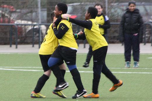 TuS E2-Jugend im Testspiel gegen TuS Essen-West 81 2. - (Foto: p.d.).