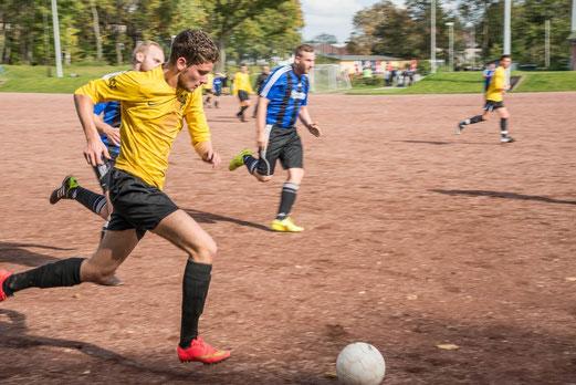 Dritte Mannschaft im Spiel bei Atletico Essen 2 an der Seumannstraße. - Foto: r.f.