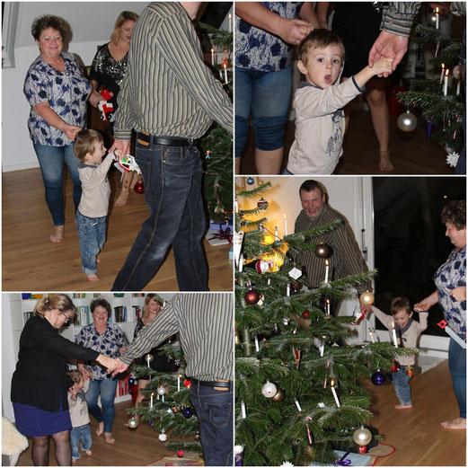 Tradition danoise : avant l´ouverture des cadeaux, la famille se réunit, forme une ronde autour du sapin et chante des chants de Noël. Un moment exceptionnel pour le petit Viking, qui n´avait pas envie d´arrêter ( même pour ouvrir des cadeaux)