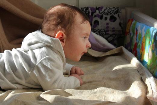 Première lecture... sur le ventre