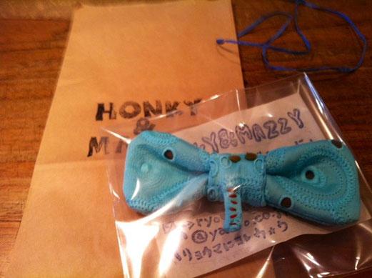 「使えたらどうぞ♪」ってゾウの蝶ネクタイをいただいた! 哲平が使うとおもいます♪ 「HONKY&MAZZY]ってブランドで販売もしている作家さんです、。オーダーでも作ってもらえます。 興味ある方は是非! 岡田さんありがとうございました。