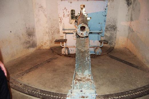Gut erhaltenes Geschütz in Fort de Vaux.