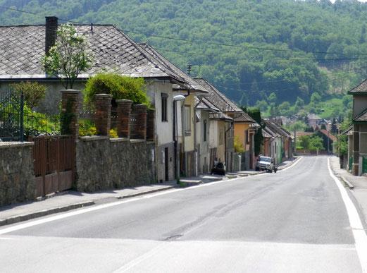 Durchfahrt durch ein Dorf in Ungarn