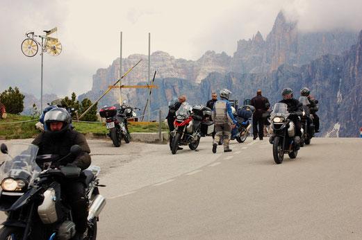 Viel los auf dem Passo di Giau.