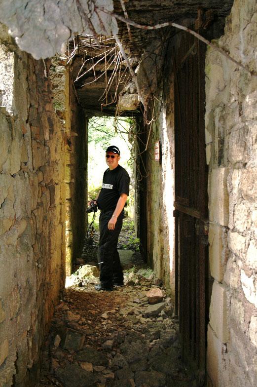 Unterwegs in eingestürzten Bunkern. Nicht zur Nachahmung empfohlen.