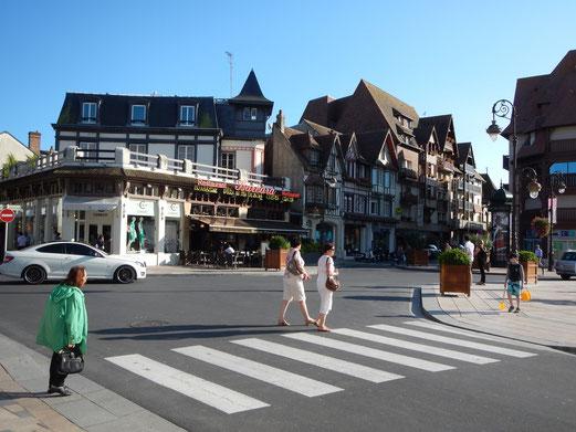 Damals wie heute ist Deauville ein beliebter Badeort.