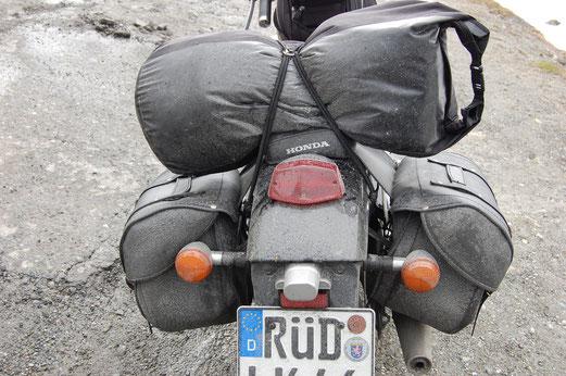 Motorrad fahren ist eine schmutzige Angelegenheit.