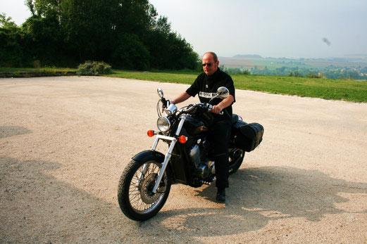 Nicht das ideale Reisemotorrad. Aber bis nach Frankreich reicht es...