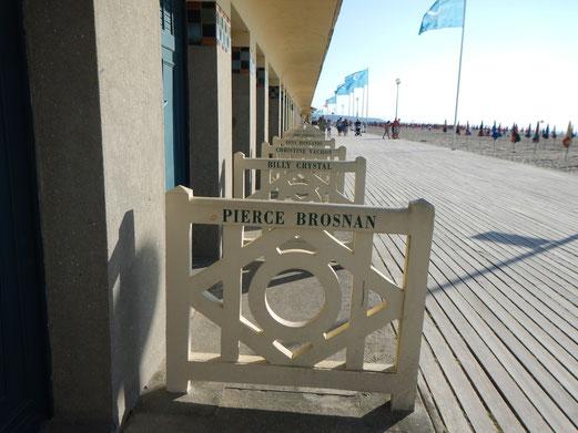 Die Strandkabinen von Deauville tragen die Namen berühmter Schauspieler.