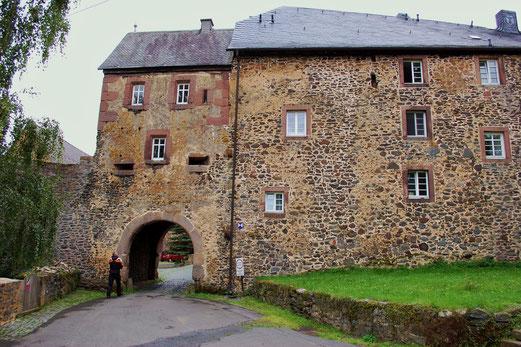 Schloss Elsenbach. Zum Glück sind die Raubritter nicht zu Hause...