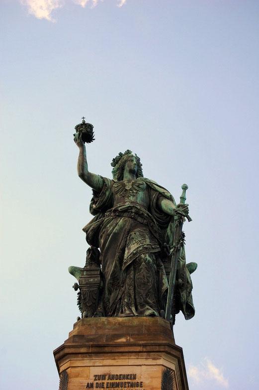 Die Germania wacht auf dem Niederwald Denkmal.