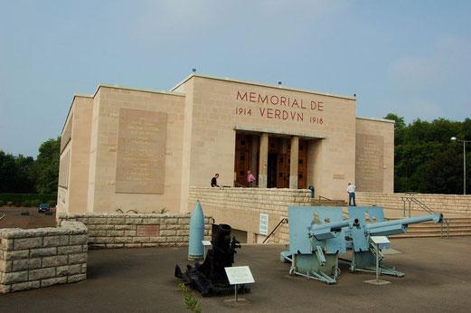 Das Museum Memorial de Verdun liegt mitten auf dem zentralen Schlachtfeld.
