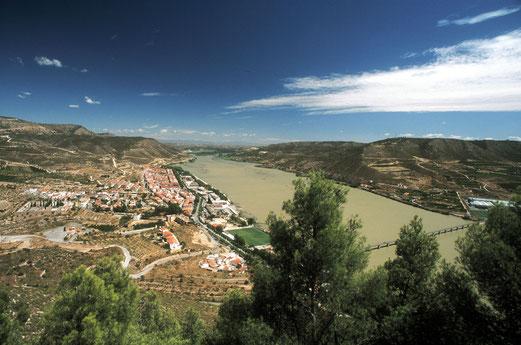 El Aiguabarreig desde el castillo de los Montcada, con Mequinensa al pie. Foto: Ferran Aguilar