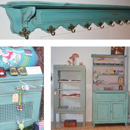 Auf dem Bild sieht man Möbel von Nouvelle-Antique aus Aachen, die mit  Kreidefarbe chalkpaint in bläulichen Farbtönen gestrichen wurden.