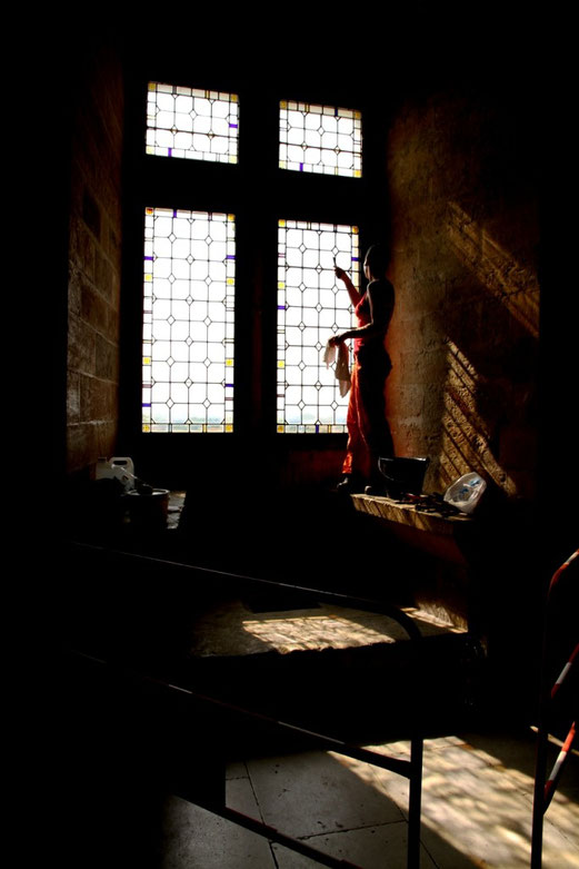 La Fille au carreau cassé. Palais des Papes.