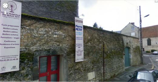 A gauche, l'école des Beaux-Arts et sa gallerie, et au fond, le Couvent des Cordeliers, lieu d'exposition également.