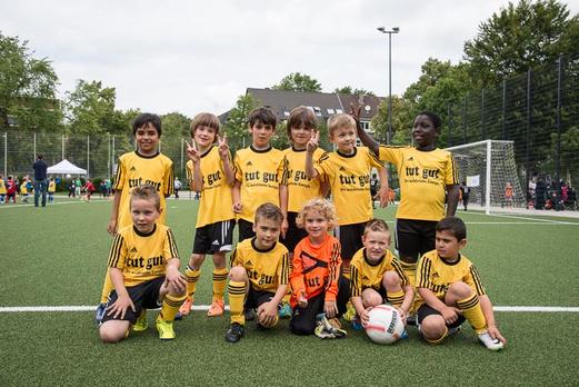 TuS F2-Jugend, noch als Bambini 1, Ende Juni 2014 bei den TuS Turnier Tagen. - (Foto: r.f.).